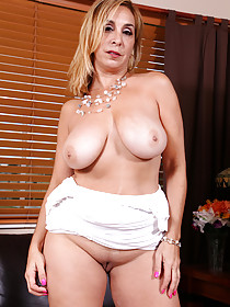 Sandals-wearing Latina MILF lifts up her white dress to expose pussy