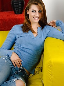 Brown-haired MILF takes off her baggy jeans and the rest of her get-up